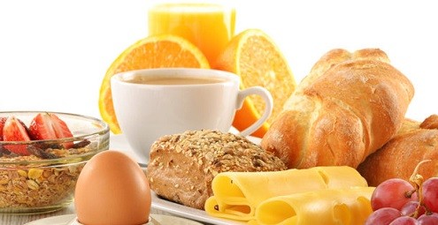 ensemble-des-aliments-pour-prendre-du-poids-et-se-battent-le-mince-du-corps