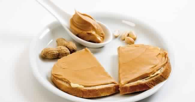 nsemble-des-aliments-pour-prendre-du-poids-et-se-battent-le-mince-du-corps-peanut-butter-bread