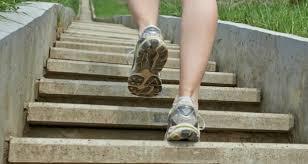 escalier-monter-les-escaliers-chaussure-de-sport