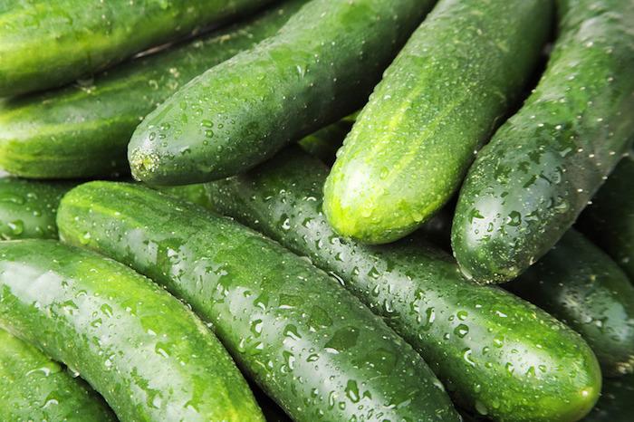 Légume concombre élimine les toxines et est idéal pour les cheveux et la peau