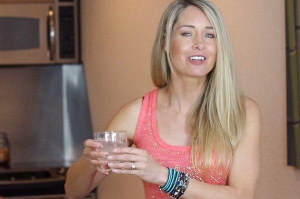 Le défi eau citronnée: buvez un verre d'eau citronnée pendant 28 jours et vous expérimenterez ces nombreux changements physiques