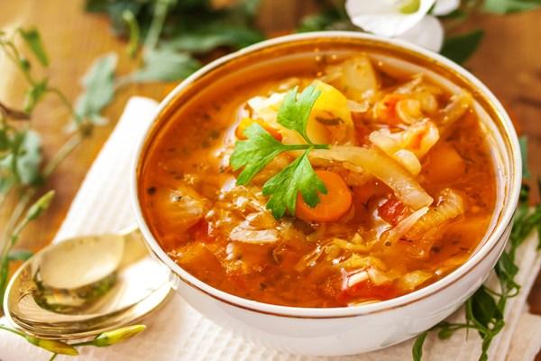 Soupe brûleuse de graisses saine et délicieuse
