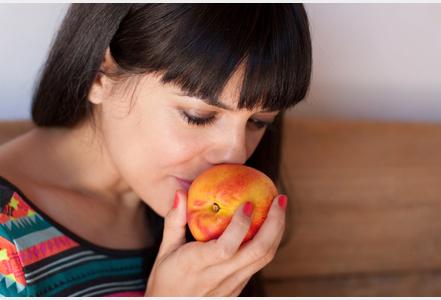 Pour manger équilibré, sentez des fruits