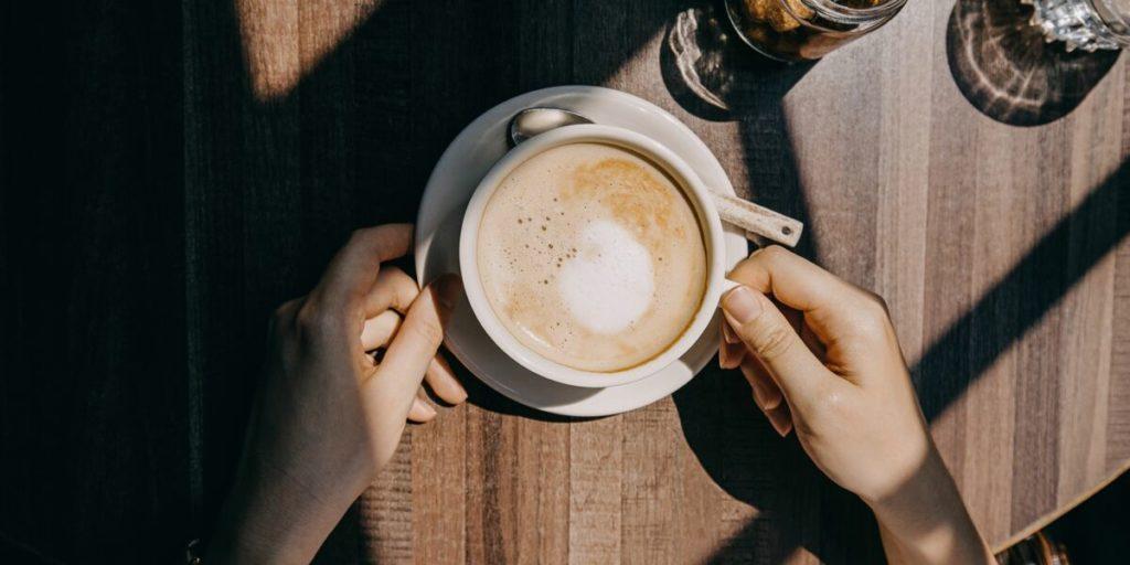 Ce qui arrive à notre peau lorsqu'on boit du café chaque jour